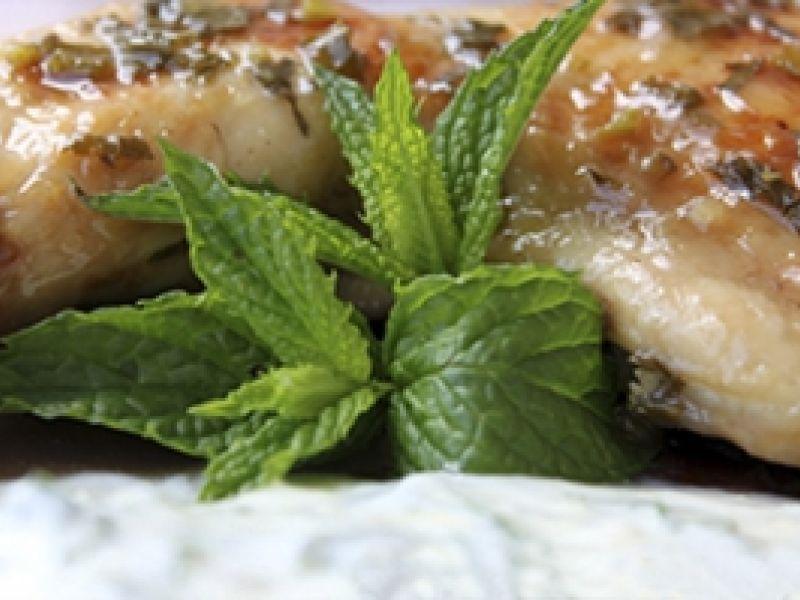 Pollo al vapor con ajo y menta